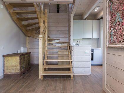 apartment 1050 West 1 Kościelisko Salon-wejście do sypialni, do górnej części apartamentu.