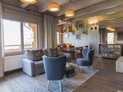 apartament 1050 West 1 Kościelisko Salon z częścią jadalną.