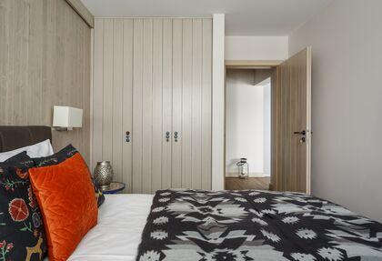 apartament 1050 South Kościelisko 3  sypialnia z łóżkiem małżeńskim.