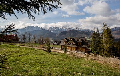 apartament 1050 South Kościelisko Urokliwy widok na budynek oraz góry.