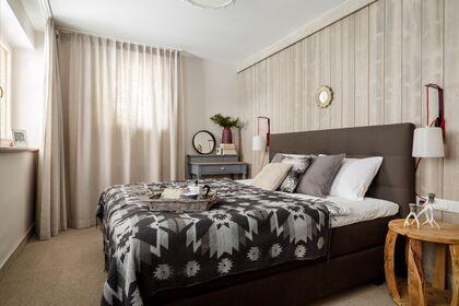 apartament 1050 South Kościelisko 1 sypialnia z łózkiem małżeńskim.