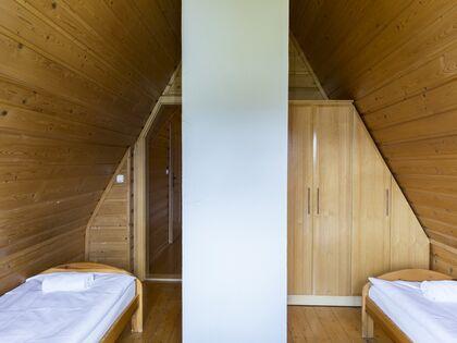 apartament Białka Garden 3 Białka Tatrzańska 2 zamykana sypialnia z dwoma pojedynczymi łóżkami.