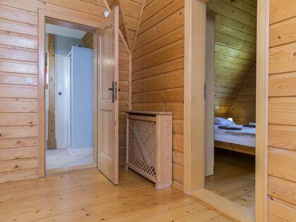 apartament Białka Garden 3 Białka Tatrzańska Korytarz prowadzący do sypialni i łazienki.